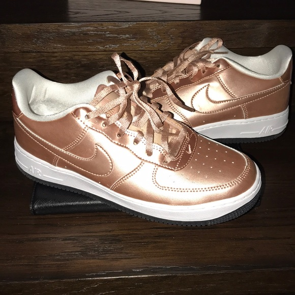 nouveaux styles 6c65a ad87c Rose Gold Limited Nike Air Force One Kids 6.5